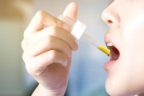CBD-oil-drops-under-the-tongue